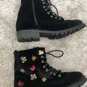 Velvet combat boots with gold details! ✨